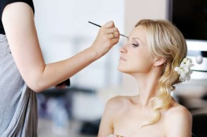 Reasons To Take Bridal Makeup Courses