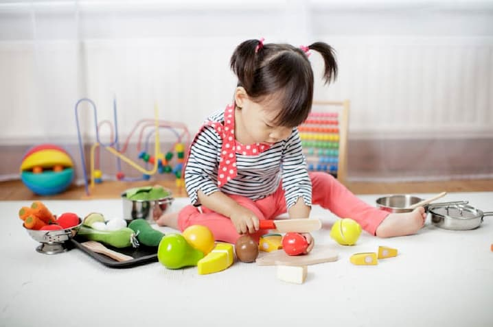 girl playing pretend kitchen
