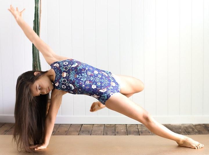little-girl-training-in-leotard